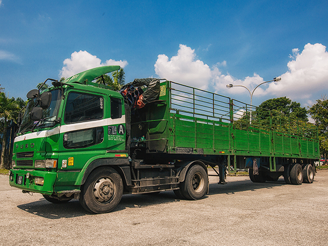 Yoong Mei 40 Footer(24ton) Cargo Lorry With Pagar